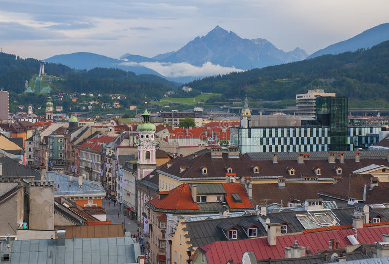 Vista aerea di Innsbruck dalla torre del municipio, Austria fotografia stock