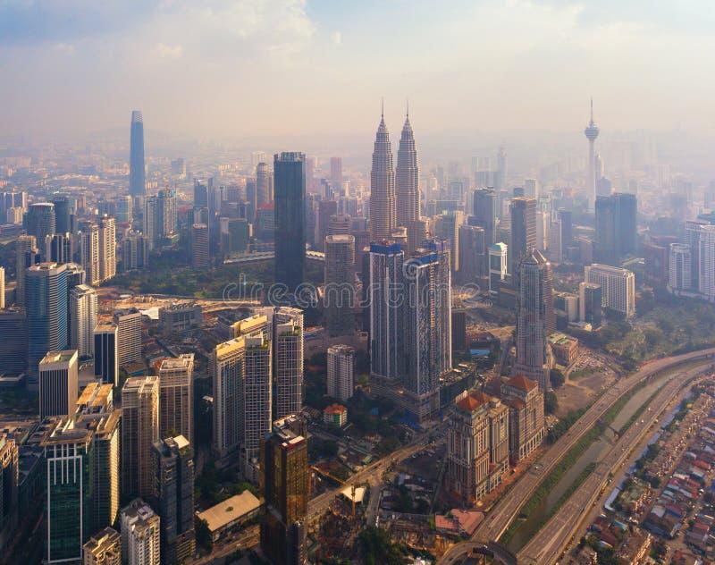 Vista aerea di Kuala Lumpur Downtown, Malesia Distretto e centri di affari finanziari in città urbana astuta in Asia Grattacielo immagini stock