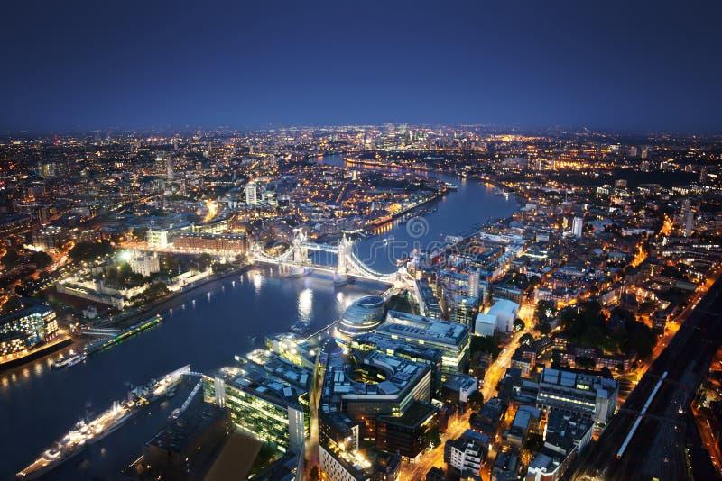 Vista aerea di Londra con il ponte della torre fotografia stock