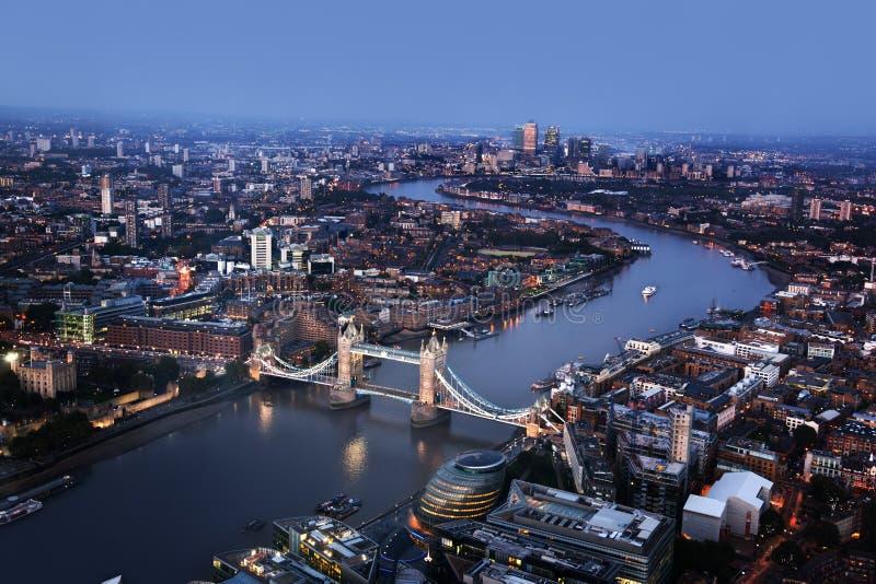 Vista aerea di Londra con il ponte della torre, Regno Unito immagine stock libera da diritti