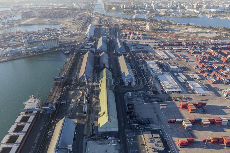 Vista aerea di lungomare industriale in Long Beach California immagini stock
