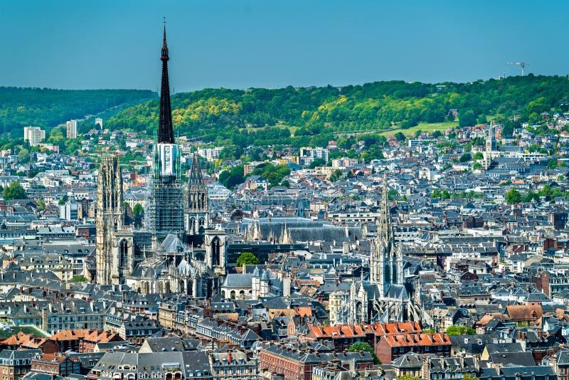 Vista aerea di Notre Dame Cathedral e della chiesa del san-Maclou a Rouen, Francia fotografie stock libere da diritti