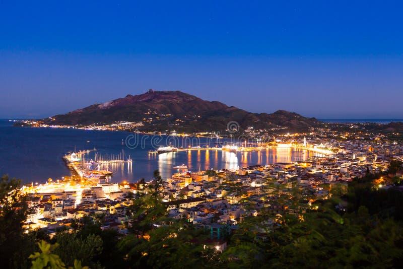 Vista aerea di notte della città di Zacinto nell'isola di Zante, in Grecia fotografia stock libera da diritti