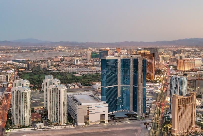 Vista aerea di notte della striscia a Las Vegas fotografie stock libere da diritti