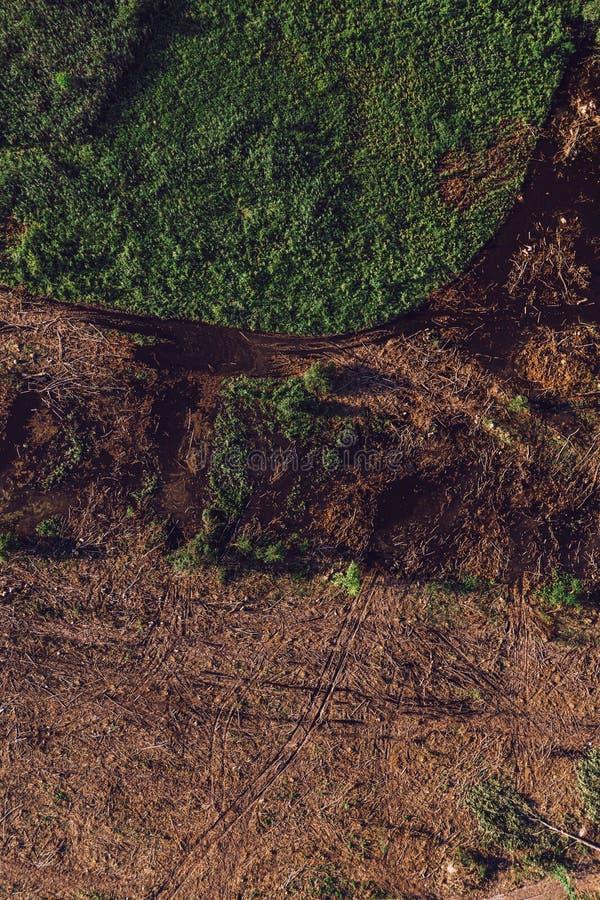 Vista aerea di paesaggio disboscato dal fuco POV immagini stock libere da diritti