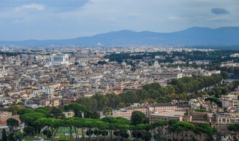 Vista aerea di paesaggio urbano di Roma, Italia fotografia stock