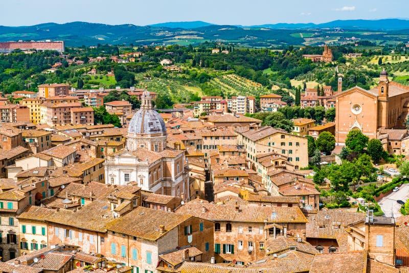 Vista aerea di paesaggio urbano di Siena la città superiore della collina immagine stock libera da diritti