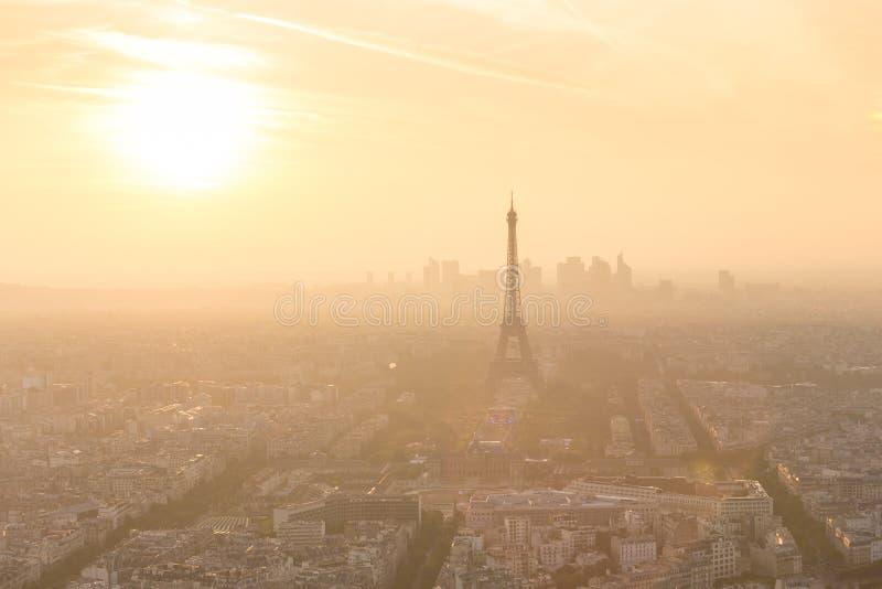 Vista aerea di Parigi al tramonto fotografia stock libera da diritti