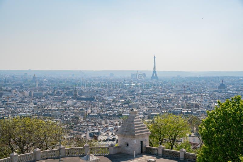 Vista aerea di pomeriggio della torre Eiffel famosa e del citypscape del centro fotografia stock libera da diritti