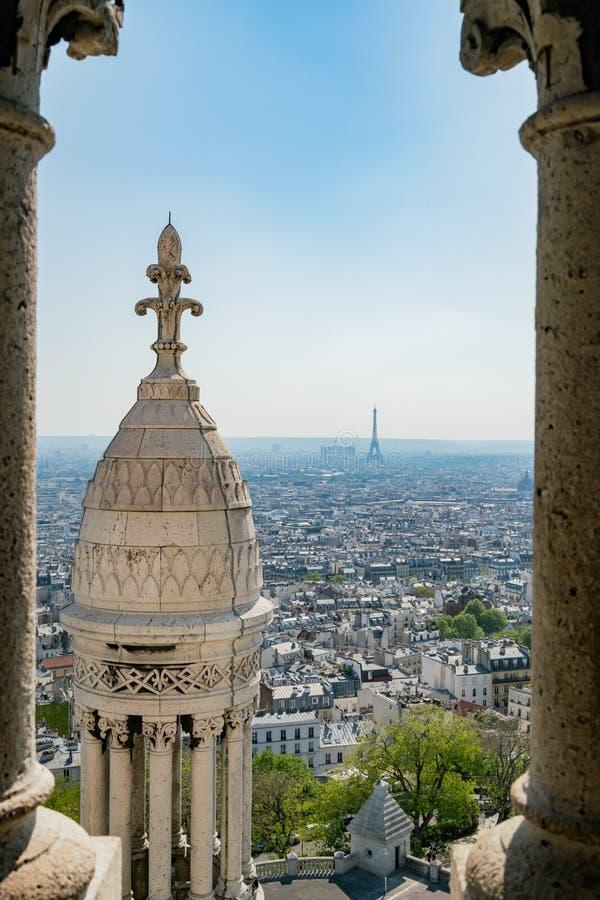 Vista aerea di pomeriggio di paesaggio urbano dalla basilica del cuore sacro di Parigi fotografie stock libere da diritti