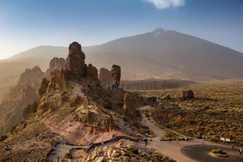 Vista aerea di Roques de Garcia davanti alla sommità di Teide del supporto, Tenerife, Spagna fotografia stock libera da diritti