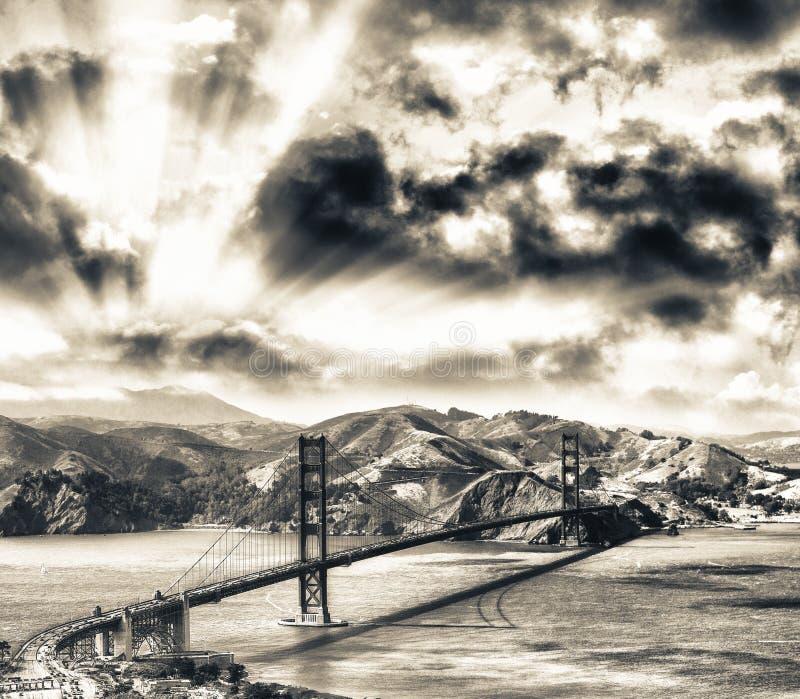 Vista aerea di San Francisco Golden Gate Bridge dall'elicottero immagini stock libere da diritti