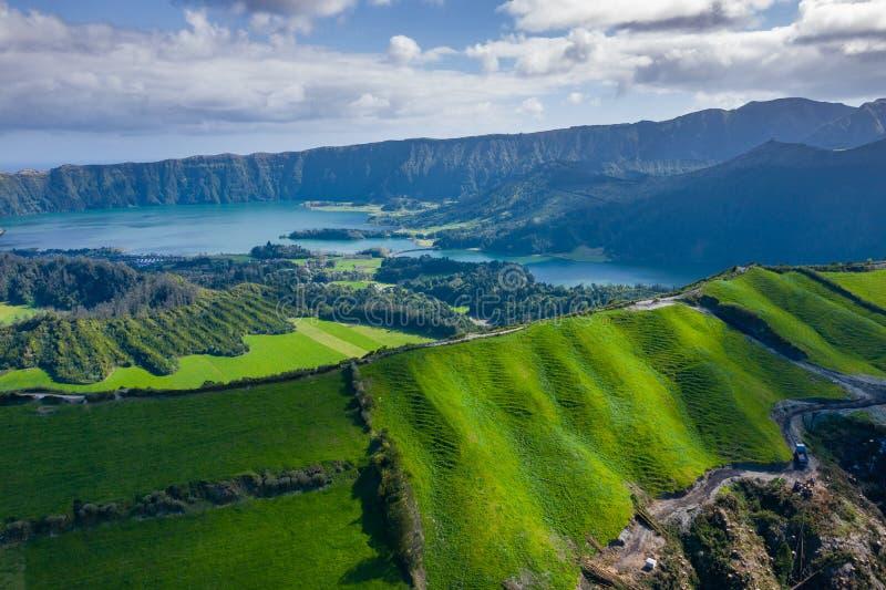 Vista aerea di Sete Cidades nel lago Azul sul sao Miguel Azores, Portogallo dell'isola Foto fatta da sopra nel fuco fotografia stock libera da diritti