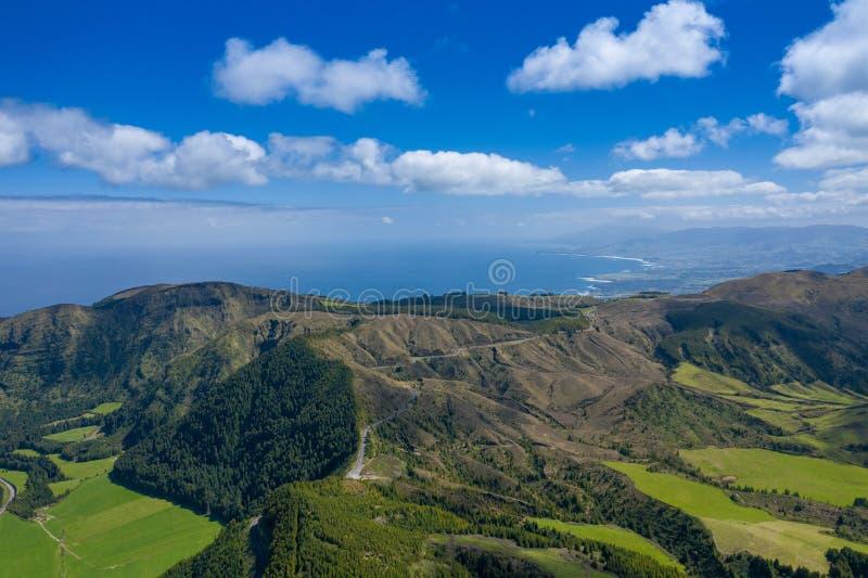 Vista aerea di Sete Cidades nel lago Azul sul sao Miguel Azores, Portogallo dell'isola Foto fatta da sopra nel fuco immagini stock libere da diritti
