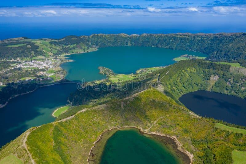 Vista aerea di Sete Cidades nel lago Azul sul sao Miguel Azores, Portogallo dell'isola Foto fatta da sopra nel fuco immagine stock libera da diritti