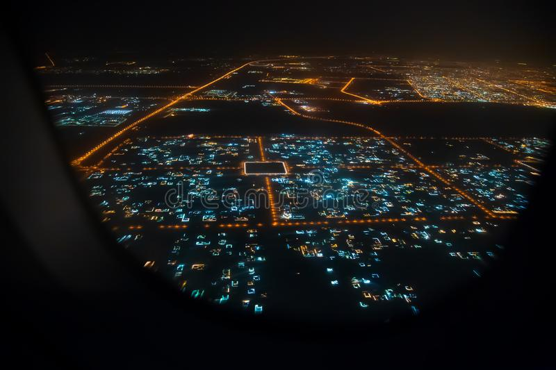 Vista aerea di Sharjah dalla finestra dell'aeroplano fotografie stock