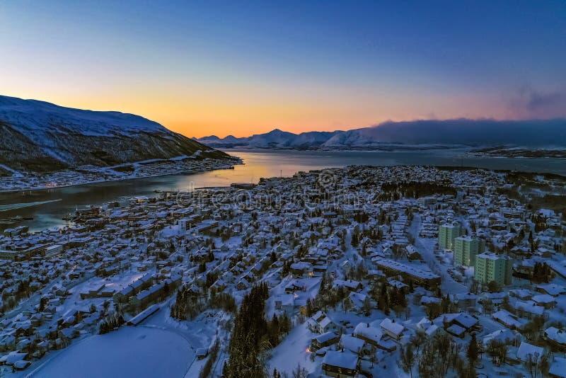 Vista aerea di stupore del tramonto Norvegia di inverno di Tromso fotografia stock
