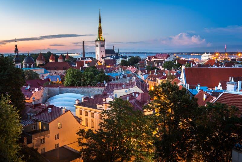 Vista aerea di Tallinn Città Vecchia nella sera, Tallinn immagini stock