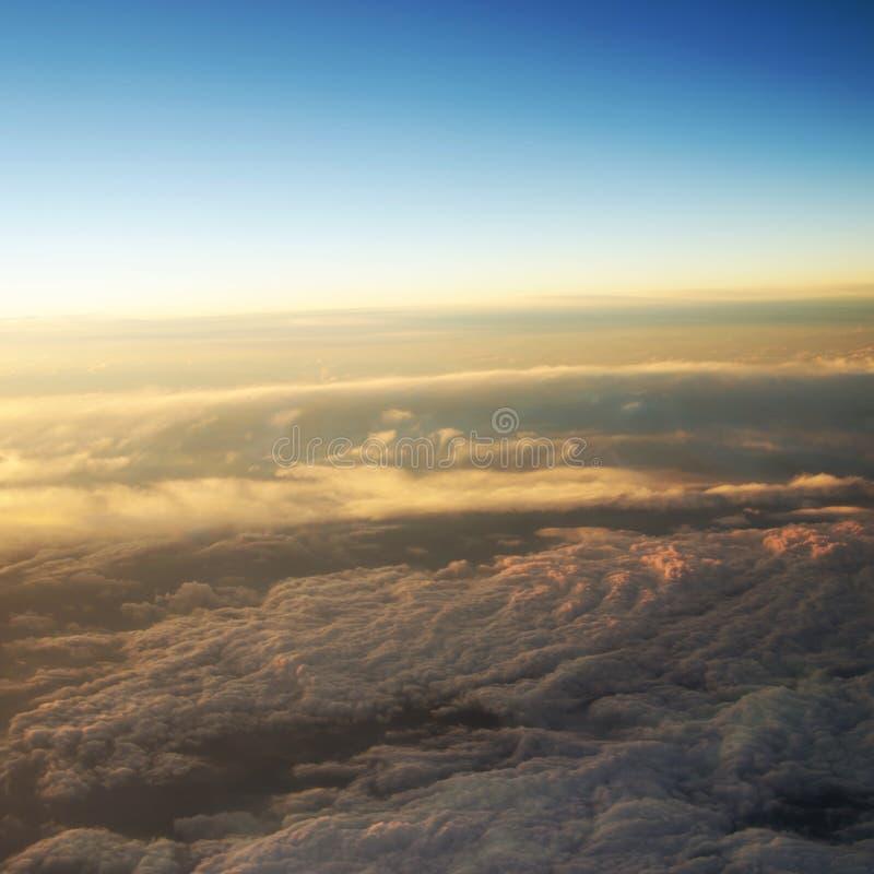 Vista aerea di un'alba nuvolosa fotografie stock