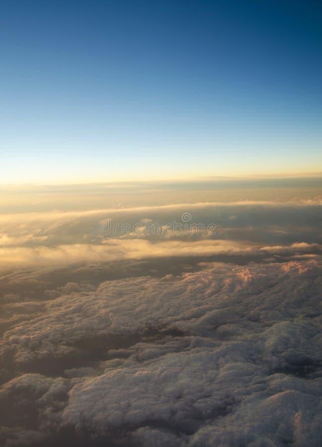 Vista aerea di un'alba nuvolosa fotografia stock libera da diritti