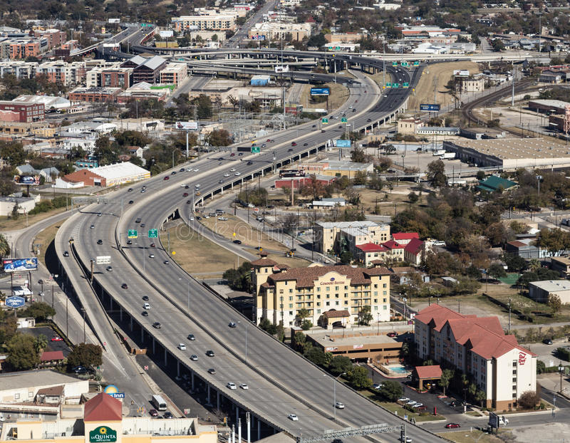 Vista aerea di un'autostrada senza pedaggio della città fotografia stock libera da diritti