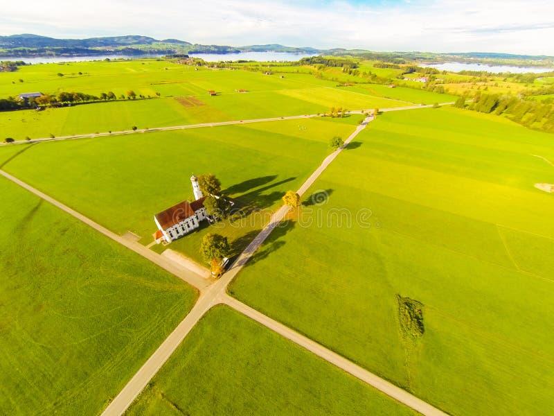 Vista aerea di una chiesa fotografia stock libera da diritti