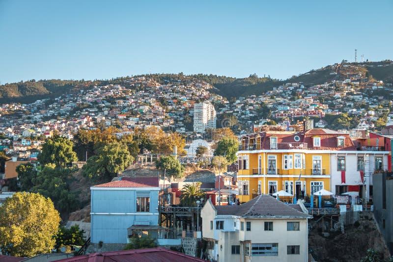 Vista aerea di Valparaiso e di Reina Victoria Lift dalla collina di Cerro Concepción - Valparaiso, Cile fotografia stock