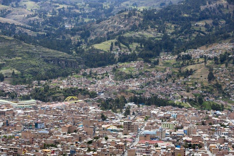 Vista aerea di vista della città di Huaraz con i buidings, Perù immagine stock libera da diritti
