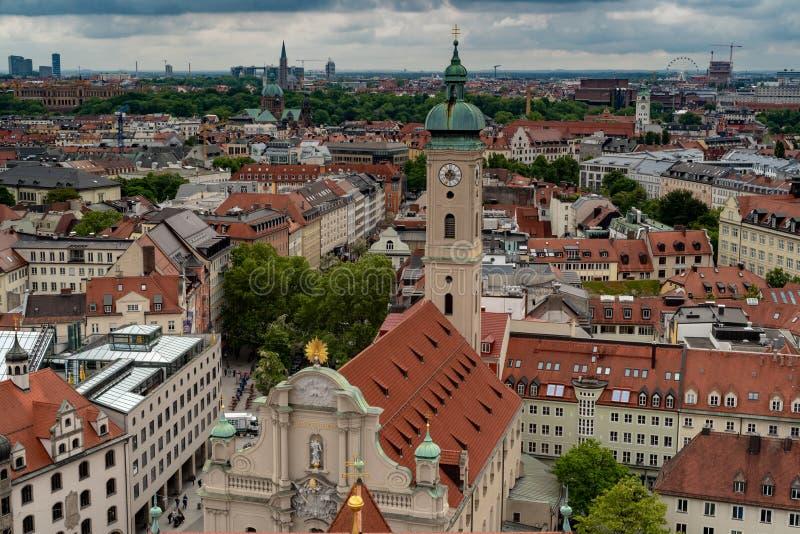 Vista aerea generale di Monaco di Baviera da una torre fotografie stock libere da diritti