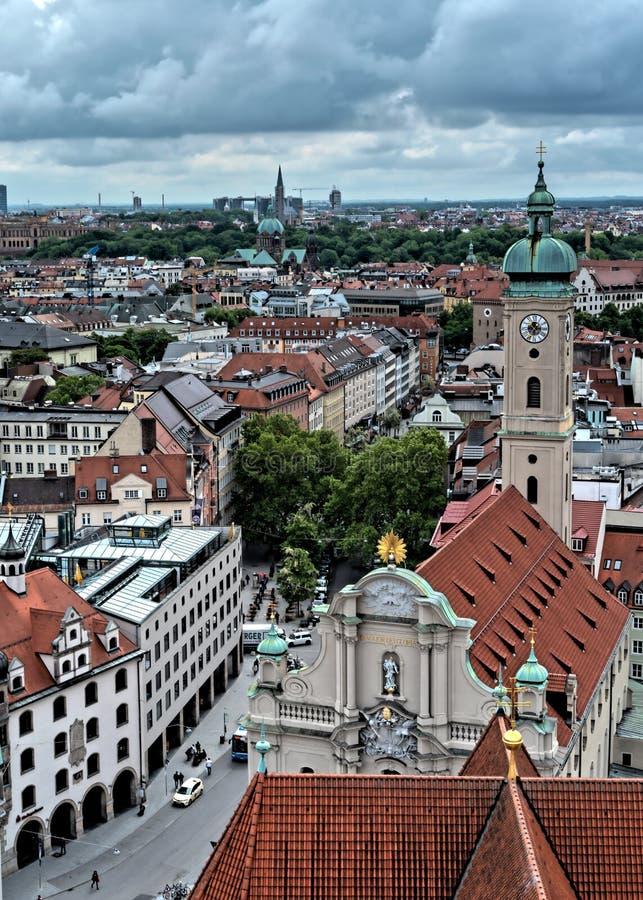 Vista aerea generale di Monaco di Baviera da una torre immagini stock
