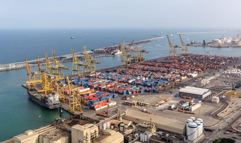 Vista aerea industriale della porta del carico di Barcellona fotografia stock libera da diritti