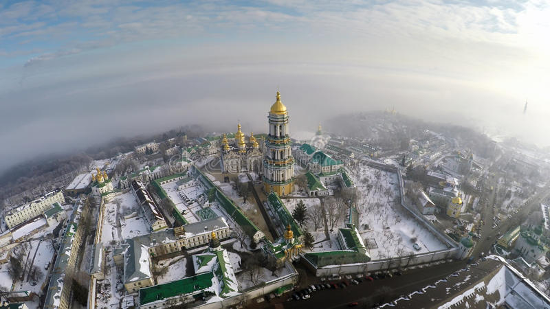 Vista aerea Kiev-Pechersk Lavra nell'inverno immagini stock libere da diritti