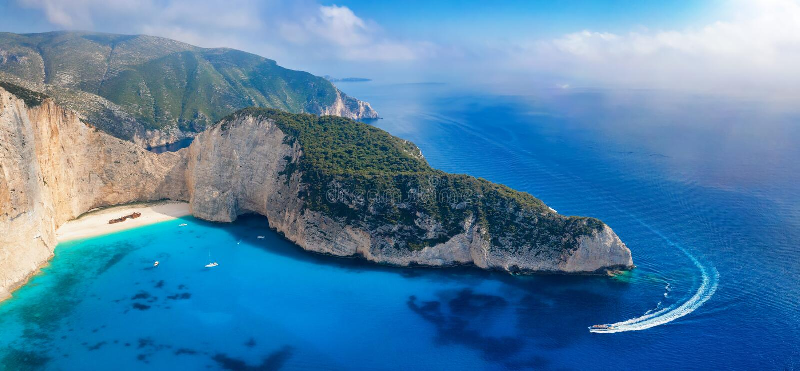 Vista aerea panoramica alla costa dell'isola di Zacinto fotografia stock libera da diritti