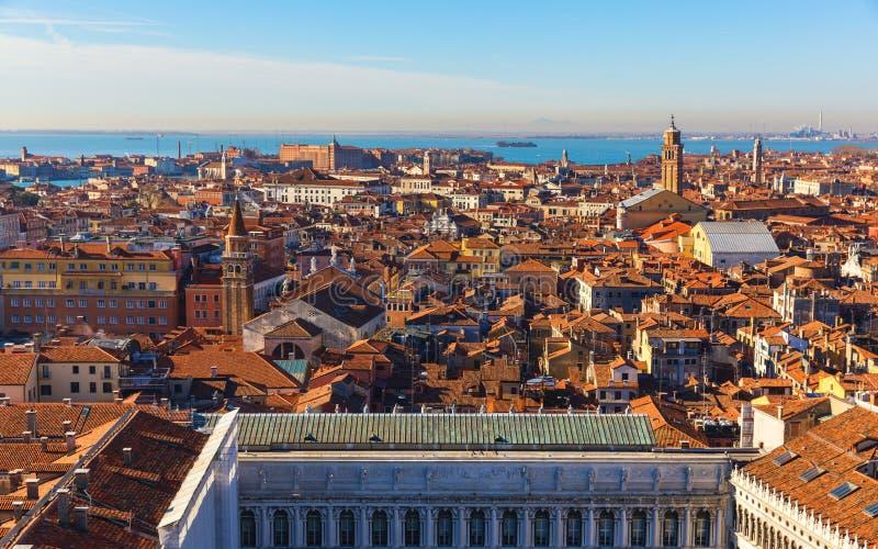 Vista aerea panoramica con i tetti rossi, Veneto, Italia di Venezia Vista aerea della citt? di Venezia, Italia Venezia ? un turis immagini stock