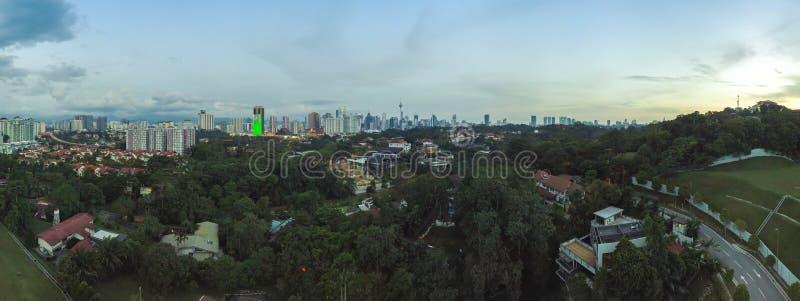 Vista aerea panoramica del tramonto a Kuala Lumpur, Malesia fotografie stock