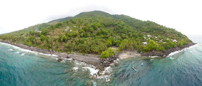 Vista aerea panoramica dell'isola di Lewoleba, Flores, Indonesia immagine stock libera da diritti