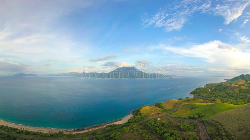 Vista aerea panoramica di Gunung Ile Boleng Adonara, Flores, Indonesia immagini stock
