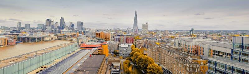 Vista aerea panoramica di Londra centrale in autunno immagine stock libera da diritti
