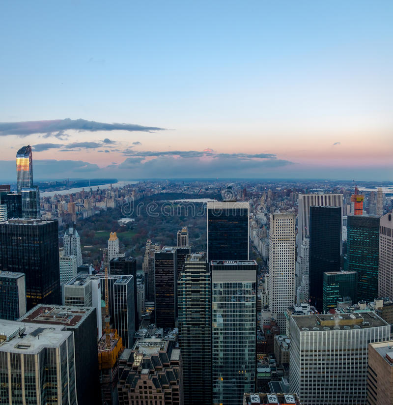Vista aerea panoramica di Manhattan e del Central Park al tramonto - New York, U.S.A. immagine stock