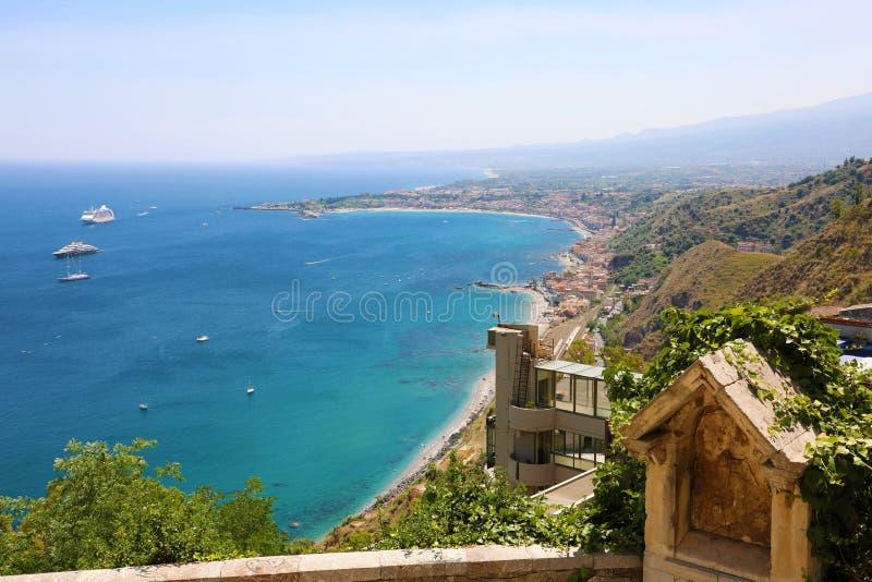 Vista aerea panoramica di Taormina in Sicilia, Italia immagine stock libera da diritti