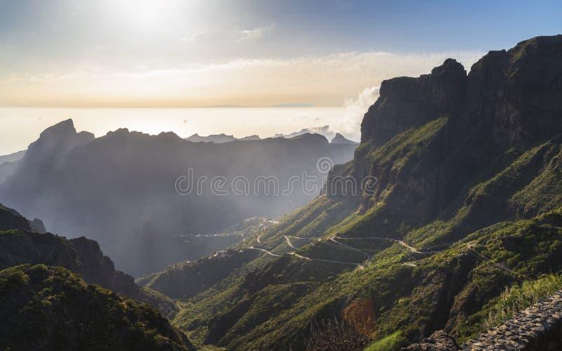 Vista aerea panoramica sopra il villaggio di Masca, l'attrazione turistica visitata di Tenerife fotografia stock libera da diritti