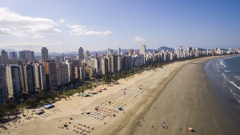 Vista aerea Santos, capoluogo di contea di Baixada Santista, individuato sopra fotografia stock libera da diritti