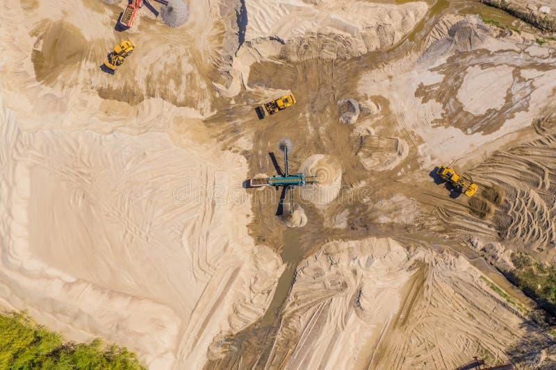 Vista aerea sopra il campo minato del monohydrallite Miniera della sabbia Vista da sopra immagine stock