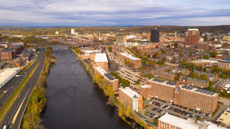 Vista aerea sopra il fiume di Manchester New Hampshire Merrimack immagini stock
