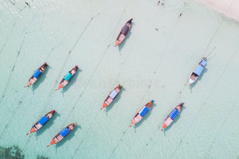 Vista aerea sopra il gruppo di crogioli di coda lunga, vista superiore dal fuco, K fotografie stock libere da diritti