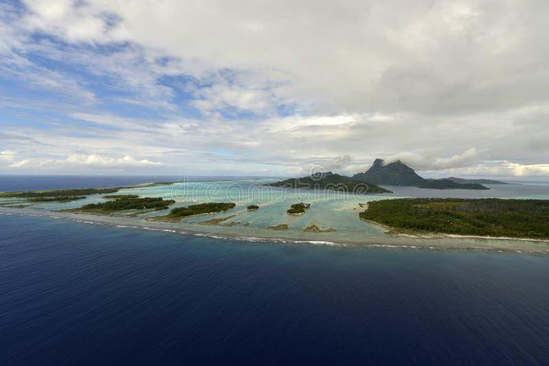 Vista aerea su Bora Bora fotografie stock libere da diritti