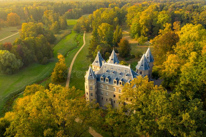 Vista aerea sul castello di Goluchow in maggior Polonia, Polonia immagini stock
