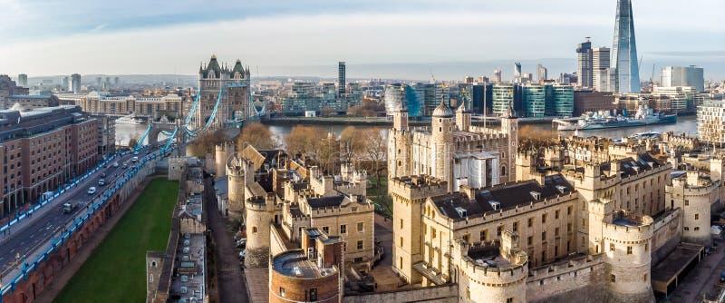 Vista aerea sul ponte della torre e sul coccio nel giorno soleggiato, Londra fotografia stock