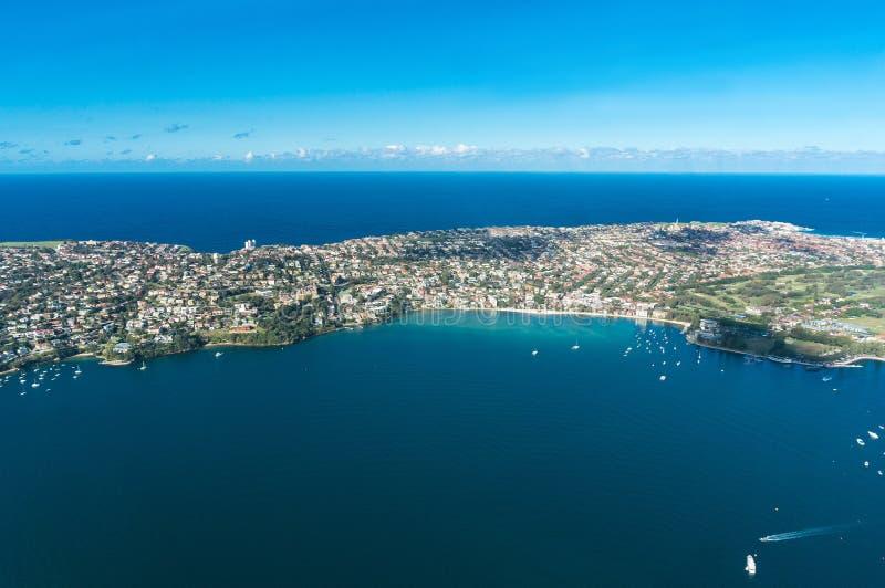 Vista aerea sulla baia di Watsons e sul mare di Tasman fotografie stock libere da diritti