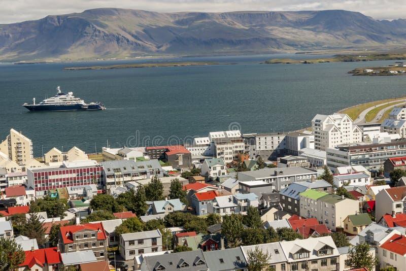 Vista aerea sulla città di Reykjavik - l'Islanda fotografia stock